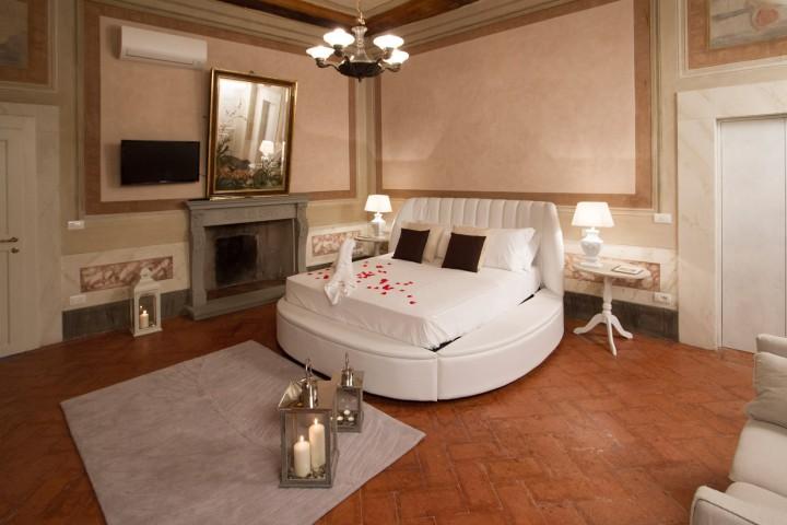 Camere a cortona camere con idromassaggio e hammam a - Camera da letto con bagno ...